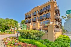 Ocean Inn & Suites on St. Simons Island is conveniently located in Pier Village and across the street from the lighthouse. Rent a street legal golf cart and explore!