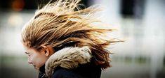 В Тамбове возможен обрыв линий связи и обрушение конструкций.   Синоптики обещают не только дожди но и сильный ветер.   В пятницу 20 апреля в регионе ожидают дожди и сильный ветер. Как сообщает городская администрация с высокой долей вероятности синоптики прогнозируют усиление ветра с порывами до 19 м/с.  При таких погодных условиях могут возникнуть чрезвычайные ситуации связанные с обрывом или повреждением ЛЭП линий связи обрушением слабоукрепленных или ветхих рекламных конструкций…