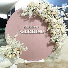 Photo zone for wedding guests # deco . - Life with Alyda Photo zone for wedding guests # deco . Wedding Entrance, Wedding Wall, Wedding Stage, Wedding Guest Book, Wedding Signs, Diy Wedding, Wedding Ceremony, Rustic Wedding, Wedding Flowers