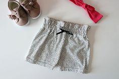 DIY: Baby short met ruffle randje - My Simply Special Sewing Baby Clothes, Diy Baby, Boho Shorts, Romper, Short Dresses, Fashion, Pink, Dressmaking, Bloomer