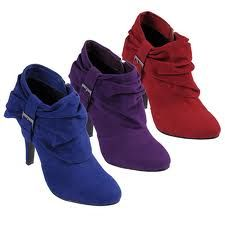 I soo want the red ones :)