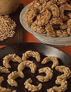 Croissants aux pignons Croissants, A Table, Stuffed Mushrooms, Vegetables, Breakfast, Food, Biscuits, Images, Google