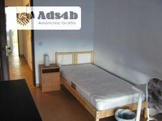 Tenho quartos individuais disponíveis em Vila Franca de Xira, no Bom Retiro. Todos os quartos têm cama, roupeiro, cómoda, mesa de apoio e cadeira. A cozinha está completamente equipada com l...