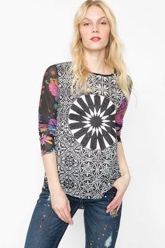 Desigual Long-sleeved black and white printed blouse. Discover women's fashion with attitude!