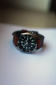 I love how this looks with the brown leather strap. Seiko Skx, Seiko Watches, Affordable Watches, Automatic Watch, Vintage Watches, Brown Leather, Clock, Mens Fashion, Diving Watch