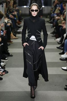 Alexander Wang Fall 2018 Ready-to-Wear collection, runway looks, beauty, models, and reviews.