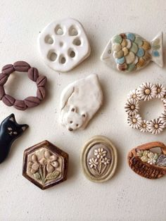 Brooches/Would also work as magnets Polymer Clay Miniatures, Fimo Clay, Polymer Clay Crafts, Ceramic Clay, Ceramic Pottery, Ceramic Jewelry, Clay Jewelry, Jewelry Crafts, Pottery Sculpture