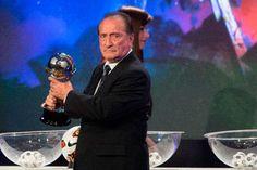 Figueredo ocupará el lugar de Grondona en la FIFA http://www.ambitosur.com.ar/figueredo-ocupara-el-lugar-de-grondona-en-la-fifa/ El uruguayo renunció a su cargo de presidente del fútbol sudamericano y tomará la vacante como segundo de Joseph Blatter.    El uruguayo Eugenio Figueredo renunció este viernes a la presidencia de la Confederación Sudamericana de Fútbol (Conmebol) e inmediatamente asumió el cargo, en forma interina, el vicepresidente primero, Juan Angel Napo