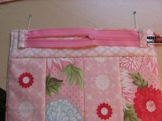 How to attach zippers to small bags from http://sisterschoice.typepad.com