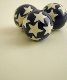 Bouncy Ball with Stars from www.NiddleNoddle.com