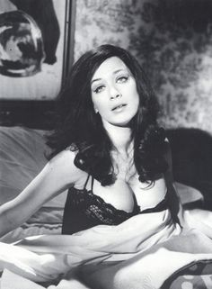 valerie leon in blood from the mummy's tomb