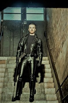 Mens Leather Pants, Leather Gloves, Boots And Jeans Men, Leather Fashion, Sexy Men, Black Leather, Motorbike Leathers, Jacket Men, Cigar