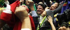 O deputado Bruno Araújo (PSDB-PE) comemora o voto decisivo pelo impeachment Foto: Jorge William / Agência O Globo