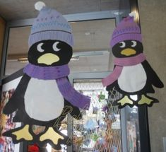 Pingouin vitrail Penguins And Polar Bears, Baby Penguins, Winter Art Projects, School Art Projects, Operation Arctic, Penguin Baby Showers, Diy And Crafts, Crafts For Kids, New Year Art
