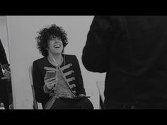 I love this voice! Fantastic! (2) LP - Other People (Official Video Tour) - YouTube
