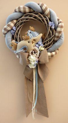 Bunny Crafts, Felt Crafts, Fabric Crafts, Fabric Wreath, Burlap Wreath, Christmas Wreaths, Christmas Decorations, Christmas Ornaments, Felt Flower Tutorial