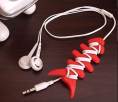 New Fish Bone Earphone Cable Winder Silicone Rubber for iPod Touch Red Earphones Wrap, Office Desk Toys, Headphone Holder, Cable, Ipad, Cord Organization, Impression 3d, Cool Inventions, Silicone Rubber