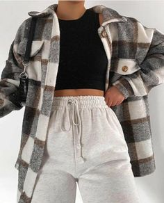 Sweatpants Outfit, Outfit Jeans, Cute Lazy Outfits, Retro Outfits, Stylish Outfits, Baby Outfits, Winter Fashion Outfits, Look Fashion, Modest Fashion