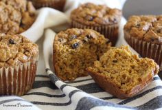 These Paleo Carrot Muffins are light and fluffy, thanks to a special trick to prepare the carrots.