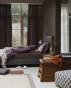 KARWEI | Slaapkamer ideeën #wooninspiratie #slaapkamer #karwei Closet Bedroom, Awesome Bedrooms, Purple Yellow, Beautiful Space, Lighting Design, Sweet Home, Relax, Indoor, Curtains
