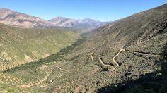 All'apice dello Swartberg Pass, Die Hel è uno spettacolare passo montuoso. Offre viste mozzafiato sul Little Karoo a sud ed il Great Karoo a nord