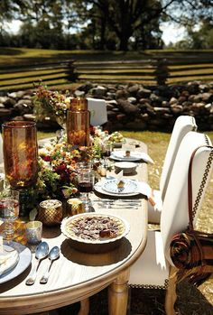 If you're lucky enough to have warm weather this Thanksgiving holiday, take advantage by hosting your dinner outdoors! Click here for more inspiration.