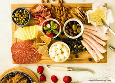 Want to learn how to make an Instagram-worthy Low-Carb Antipasto Platter? Throw it together in 20 minutes for your next party, with our step-by-step formula! FOLLOW us for more 30 Minute recipes. PIN and CLICK through to read. Low-carb antipasto board|charcuterie board|ketogenic diet antipasto|keto diet antipasto|low carb cheese board|cheese platter|low carb party food|keto entertaining|easy low carb recipes|20 minute low-carb recipe|low carb hors doeuvres|keto nibbles|no cook hors…