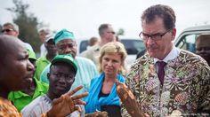 Gerd Müller in Afrika (picture alliance/dpa/H. Hans)
