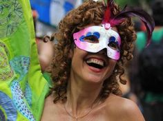 "BRASIL | CARNAVAL DE RIO. 4 FEB 2013 - ""Carnaval toma las calles de Río de Janeiro"" (EFE)."