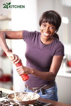 Lorraine Pascale herkese evde sevdikleri yemekleri pişirmeleri için ilham kaynağı olmayı amaçlıyor ve aşçılığını; lezzetli tarifleri, sırları, tutkusu ve bilgisiyle göstermeye devam ediyor!    Lorraine, pratik yemekleriyle her Perşembe 11:00'de 24Kitchen ekranında olacak.