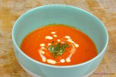 Deze heerlijke gegrilde puntpaprika soep zet je zo op tafel en is heel laag in kcal!