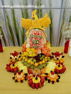 Fruit Carving Arrangements and Food Garnishes: The Phoenix Party Food Bars, Party Snacks, Healthy Lunches For Kids, Snacks Kids, Catering Display, Bar Catering, Party Platters, Party Buffet, Fruit Creations