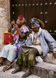 THE INVASION OF CUBA (Grand Damas) - 2 ladies enjoying a smoke across from the Hotel Ambos Mundos, Cuba - photography by Christian Ferretti - T&C Spring / Summer 2016