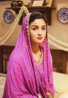 Alia Bhatt Beautiful HD Photoshoot Stills Indian Bollywood Actress, Beautiful Bollywood Actress, Beautiful Indian Actress, Bollywood Fashion, Indian Actresses, Beautiful Bride, Beautiful Dresses, Indian Celebrities, Bollywood Celebrities