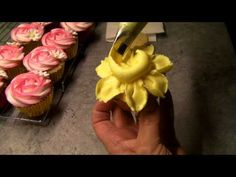 How to pipe daffodils on cupcakes using buttercream or frosting. Brought to you by the fabulous Kiss Me Cake .