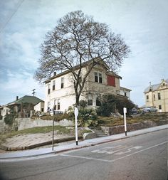 Bunker Hill in Kodachrome. Photographed by George Mann in the 60's. While I generally prefer the drama of b photos, it's color photos like this that best bring home just what LA lost when it tore down the Victorians in the name of urban renewal ...