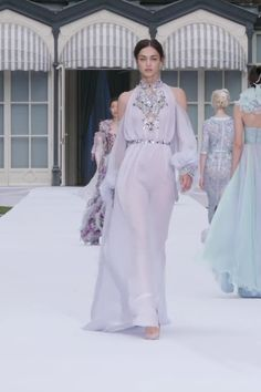 Stunning Embroidered Lavender Blue Silk Chiffon Halter Sheath Evening Maxi Dress Evening Gown with Shoulder Cutouts and Long Sleeves Autumn Winter 2019 2020 Couture Collection Runway Show by Ralph Russo Style Couture, Haute Couture Dresses, Couture Fashion, Runway Fashion, Fashion Models, Fashion Show, Alexandre Vauthier, Zuhair Murad, Elie Saab
