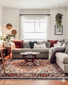 A mix of mid-century modern bohemian and industrial interior style. Home and apartment decor decoration ideas home design bedroom living room Cozy Eclectic Living Room, Cozy Living Rooms, Home Living Room, Apartment Living, Living Room Designs, Living Room Oriental Rug, Gray Couch Living Room, Vintage Modern Living Room, Modern Vintage Decor