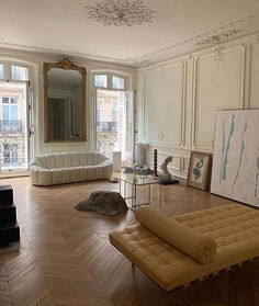 's dreamy Parisian interior to brighten your Tuesday. Parisian Apartment, Dream Apartment, Paris Apartment Interiors, Parisian Bedroom, French Apartment, Manhattan Apartment, Apartment Goals, Paris Apartments, Home Interior Design