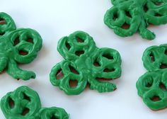 Shamrock Pretzels: How cute and creative are Mrs. Fox's Sweets' shamrock pretzels? Easy to make and perfect for kids.  Source: Mrs. Fox's Sweets