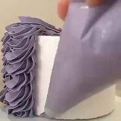 Cake Decorating For Beginners, Creative Cake Decorating, Cake Decorating Videos, Cake Decorating Techniques, Cookie Decorating, Cake Piping, Buttercream Cake, Rodjendanske Torte, Graduation Desserts