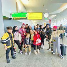 Baggage Claim, Hijab Fashion, Album, Stars, Cover, Sterne, Star, Card Book