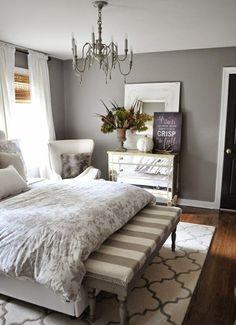 einrichtungsideen-schlafzimmer-bett-holzboden-wandfarbe-grau-kommode.jpg (600×828)