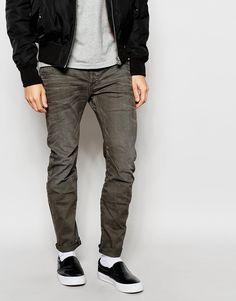 Schmal geschnittene Jeans von G-Star fester Stretchdenim Mittlere Waschung geknöpfter Schlitz fünf Taschen schmale Passform, sitzt eng am Körper Maschinenwäsche 99% Baumwolle, 1% Elastan unser Model trägt 32 Zoll/ 81 cm Normalgröße und ist 185,5 cm/ 6 Fuß 1 Zoll groß