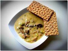 Brokkolis gombakrémleves Hummus, Soup Recipes, Soups, Wellness, Bread, Ethnic Recipes, Food, Homemade Hummus, Chowders