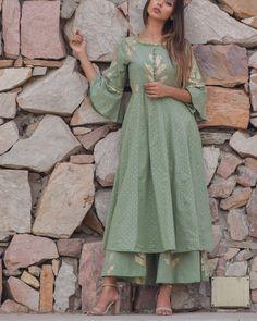 Polka green kurta set by Chokhi Bandhani Salwar Kameez Simple, Black Salwar Kameez, Anarkali Kurti, Shalwar Kameez, Salwar Suits, Indian Dresses, Indian Outfits, A Line Kurta, Kurta Designs Women