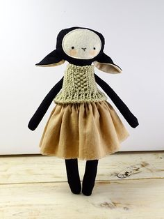 Image of Lamb with skirt Sheep Crafts, Handmade Dolls, Sewing Techniques, Creative Crafts, Art Market, Plushies, Art Dolls, Doll Clothes, Crochet Hats