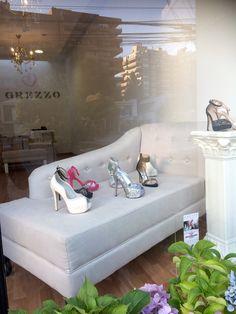 Zapatos de Novia y Fiesta, lo mejor para tu atuendo chick y moderno  Alonso de Cordova 4034, Vitacura Alonso, Lounge, Couch, Furniture, Home Decor, Party Shoes, Bridal Shoes, Outfit, Trendy Tree