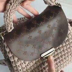 Best 12 Bobble stitch handbag crochet pattern with video tutorial – Artofit – SkillOfKing. Bag Pattern Free, Crochet Basket Pattern, Crochet Patterns, Free Crochet Bag, Knit Crochet, Crochet Bags, Crochet Handbags, Crochet Purses, Leather Bags Handmade