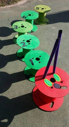 Twinkl Community Pictures - Very Hungry Caterpillar made out of cable reels Cable Reel Ideas Eyfs, Cable Reel Ideas For Kids, Cable Drum Ideas For Children, Kids Outdoor Table, Eyfs Outdoor Area, Kids Craft Storage, Art For Kids, Crafts For Kids, Early Childhood Centre